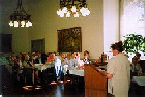 Gerda Thastum Leffers aflægger beretning for generalforsamlingen 1998