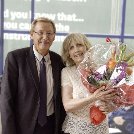 Årets modtager af Modersmål-Prisen, retoriker Julie Fabrius, sammen med formand Jørgen Christian Wind Nielsen, der holdt motiveringstalen