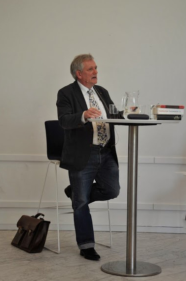 Søren Ulrik Thomsen, der blev 60 år i maj 2016, debuterede i 1981 med digtsamlingen City slang; Lars H.U.G. satte musik til flere af teksterne fra dette hovedværk fra 1980'ernes lyrik
